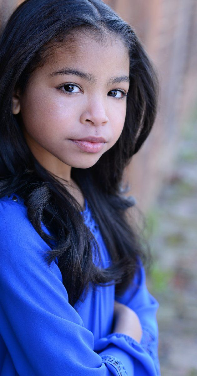 Navia Ziraili Robinson, Actress: Raven's Home. At the age of 11, Navia Robinson is a shooting star in it's inception. The confident and self-driven quadruple threat, who is also an honor student at Johnson Ferry Christian Academy, has known her destiny from a very early age and has continued to showcase her talents at levels that have attracted many major opportunities. Navia perfected her gifts and skills through her training at various ...