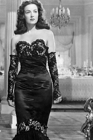 Maria Félix wearing a beautiful dress... but I really love the lace gloves!!