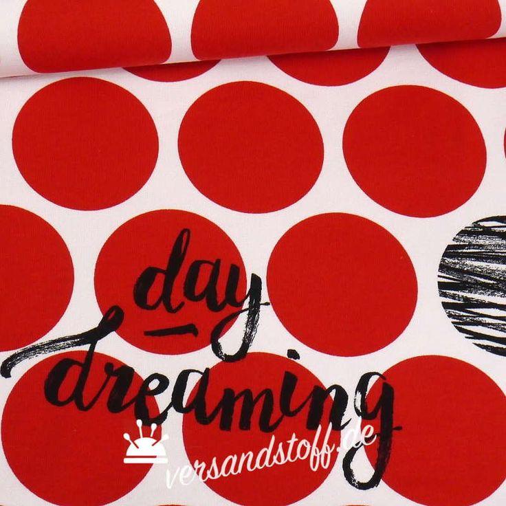 Bio Sommer Sweat von Lillestoff, aus 95 Prozent Bio-Baumwolle. Griffig, dicht und weich, mit den typischen French-Terry-Schlingen in Weiß auf der Rückseite - und einem umwerfenden Design auf der Vorderseite: Große Rote Punkte auf Weiß....