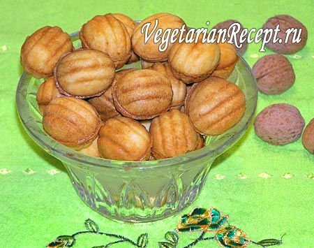 """Печенье """"Орешки"""" со сгущенкой, рецепт которого я вам предлагаю, готовится без яиц, получается не твердым и очень вкусным. Много фотографий и подробное описание процесса приготовления."""