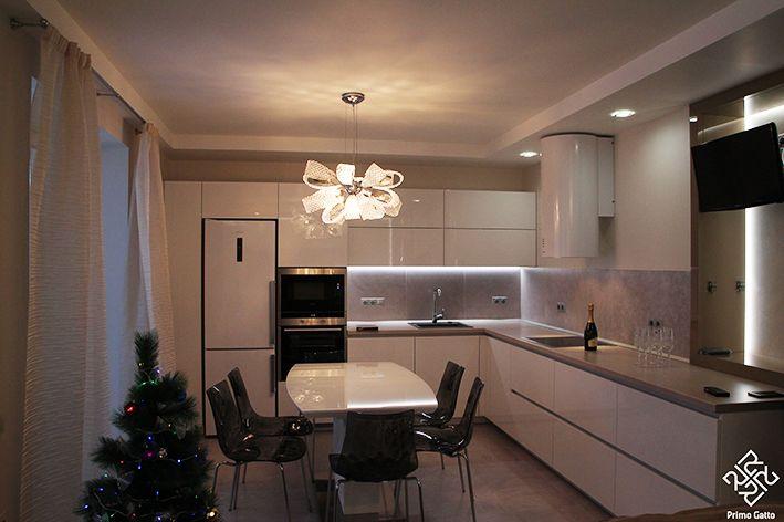 Ровно год назад под новый год с шампанским елочкой сдавали наш объект, где мы также сами разрабатывали кухню и всю встроенную мебель. Руководитель: #irina_shevtsova Архитектор: #dmitriy_rasoshenko Архитектор: #nikolai_shturbin Строительство: #valentin_krepchyk