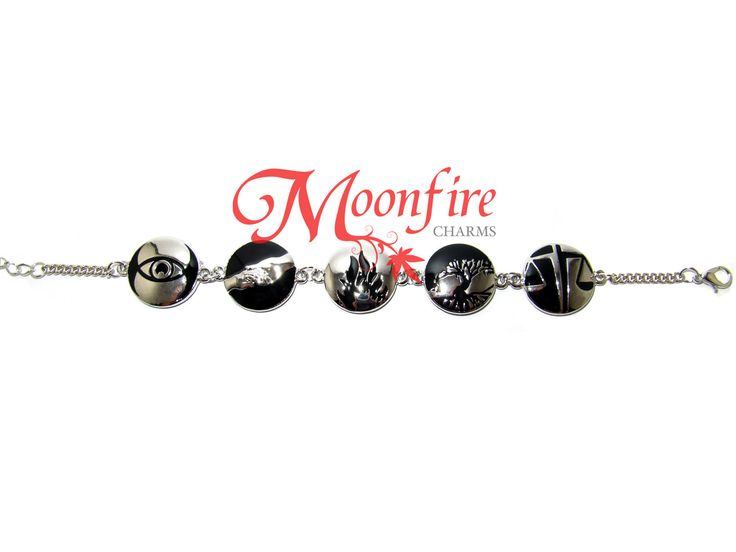 This charm bracelet features the symbols of all five factions: Dauntless, Erudite and Abnegation, Amity and Candor. NOTE: The five charms are attached randomly, and may not be in the order as pictured