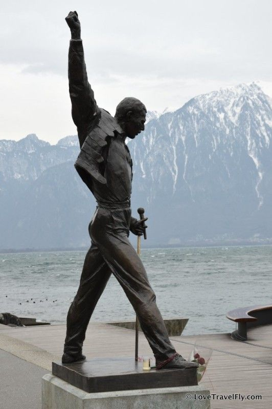"Statue de Freddie Mercury à Montreux, Suisse. He fell in love with Montreux and Lake Geneva and decided to settle here. He said, among other things, ""If you want peace of soul, come to Montreux."" To commemorate his time in Montreux, a bronze statue was placed by the waterfront in 1996."