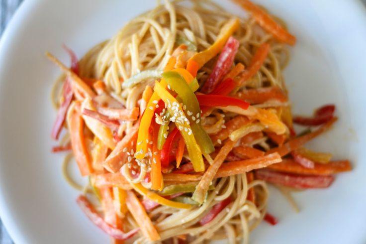 Spaghetti with Peanut Sesame Sauce // Spaghetti con Salsa de Maní y Sésamo