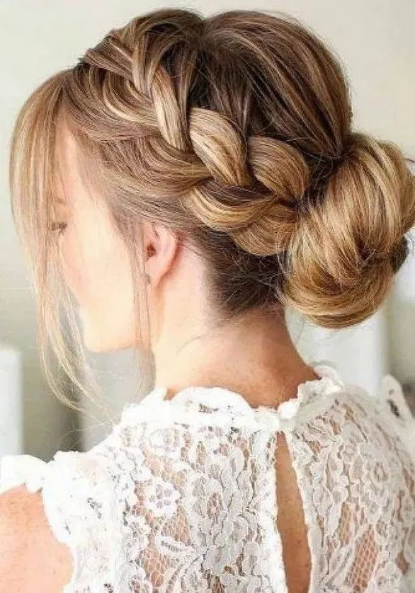 115+ creative bun hairstyles to go well with your mood 5 ~ Modern House Design