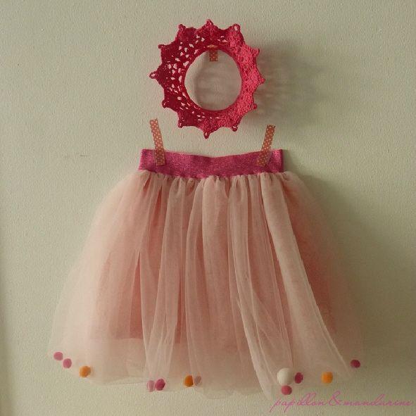 """Couronne en crochet """"je suis une princesse"""" de choudiris.canalblog.com & Jupe de princesse à pompoms"""