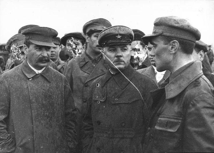 Иосиф Сталин и Климент Ворошилов - История России в фотографиях