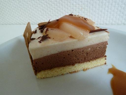 Entremets Saveurs du Nord (mousse poire, chocolat et nappage caramel)