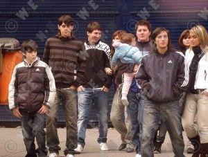 3.Lionel Messi tiene una familia grande, tiene dos hermanos mayor y una hermana menor.