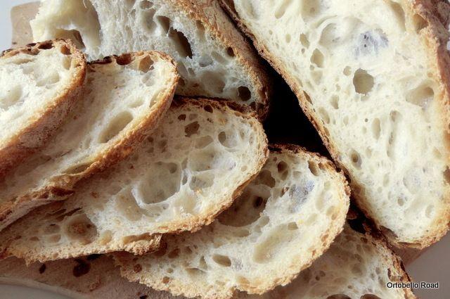 Pane Semplice (biologico) con Esuberi di Pasta Madre, ricetta: http://pandipane.blogspot.it/2013/06/pane-semplice-con-esubero-di-lievito.html