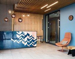 Aranżacje wnętrz - Wnętrza publiczne: HOTEL FAROS GDAŃSK - Wnętrza publiczne, styl nowoczesny - em2pracownia. Przeglądaj, dodawaj i zapisuj najlepsze zdjęcia, pomysły i inspiracje designerskie. W bazie mamy już prawie milion fotografii!