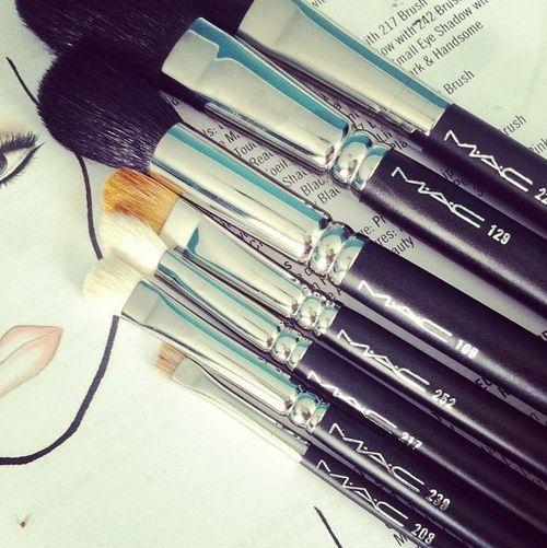 Maak je make-up kwasten schoon!