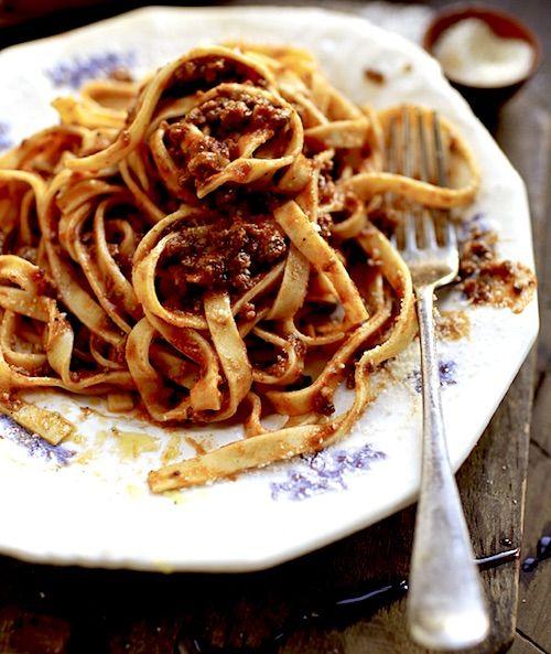Recipe: Tagliatelle with Bolognese Sauce (Tagliatelle con Ragu alla Bolognese) - Recipelink.com
