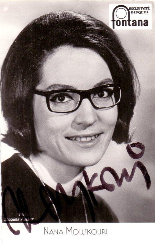 Nana Mouskouri – Original Autogramm auf FONTANA Autogrammkarte der Sängerin von u.a. WEISSE ROSEN AUS ATHEN. www.starcollector.de