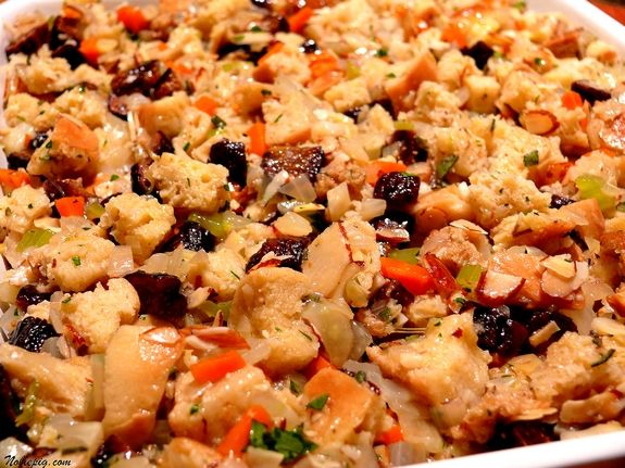 Fig-and-Almond Bread Stuffing with Fennel