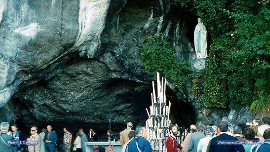Les apparitions mariales Lourdes La grotte des apparitions