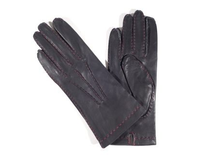 Our Carla model delivers you the simplicity of our design  in a contrast between the charcoal grey of the leather and the red sewing.   On the back there are three points which render the gloves this special look.  These  gloves will prove comfortable in the coldest days as on the inside you will find a silk lining. The color is charcoal grey and the button length is a little taller than the wrist.