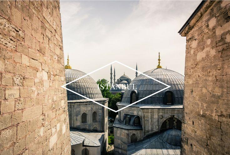 Istanbul, antica capitale dell'Impero ottomano, sorge sulle due rive del Corno d'Oro, tra il Mar di Marmara e il Bosforo.