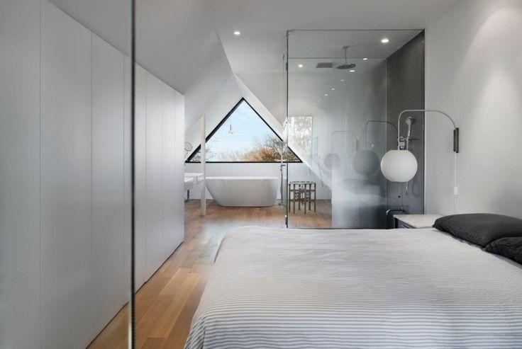 suite-parentale-combles-chambre-moderne-cabine-douche-baignoire.jpg 800×536 pixels