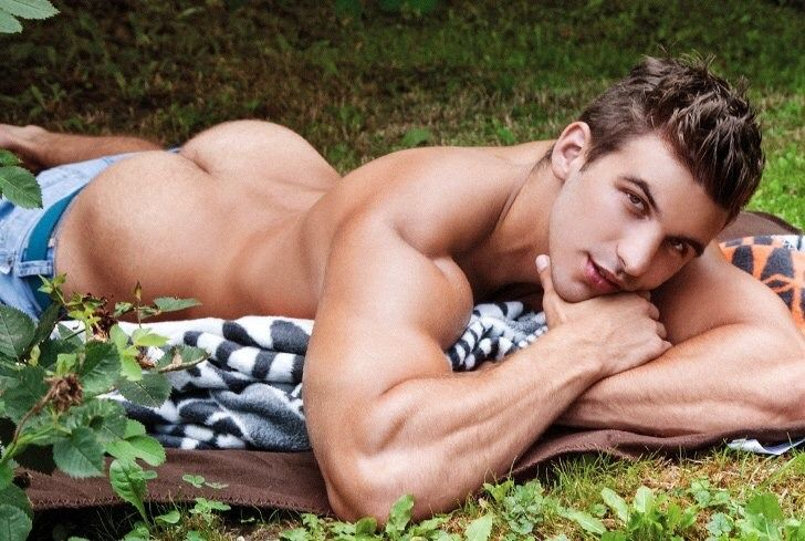 Another adorable Bel Ami model