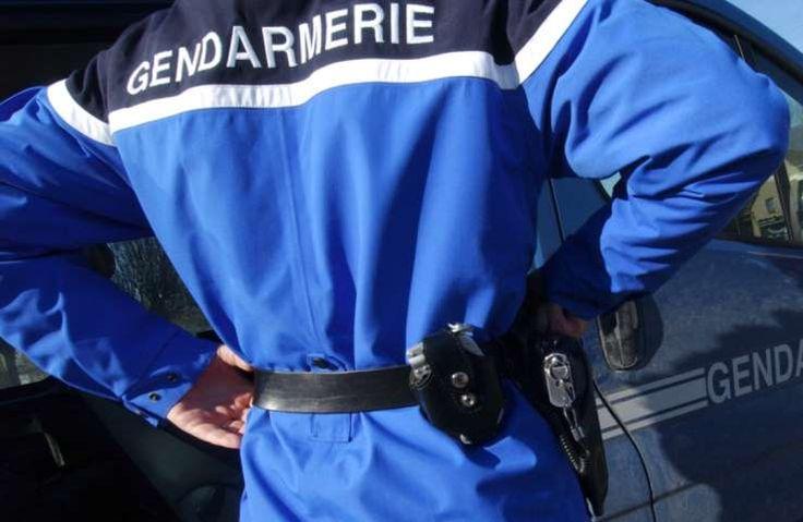 """Un homme a été condamné, vendredi dernier, à 10 mois de prison dont 6 avec sursis et mise à l'épreuve pendant deux ans, par le parquet de Vienne, pour """"violences avec préméditation"""". L'individu, âgé de 30 ans, épiait les femmes à leur insu dans les toilettes d'une aire d'autoroute située dans l'Isère, rapporte le Dauphiné Libéré. Le 26 septembre dernier, une jeune femme porte plainte, et explique avoir été observée par un homme, par-dessus la cloison ..."""