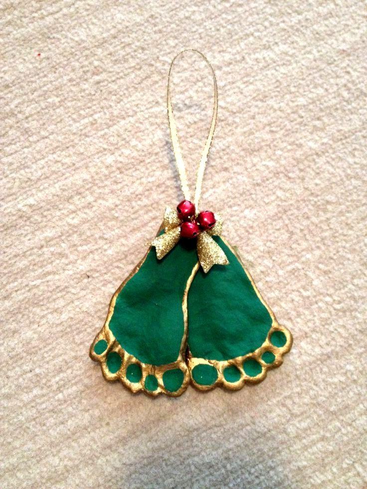 & # 39; Misteln & # 39; Weihnachtsverzierung. Hergestellt aus Salzteig und Glocken au…