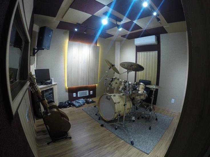 Estúdio de Produção Musical projetado para gravações, mixagens e produções em geral