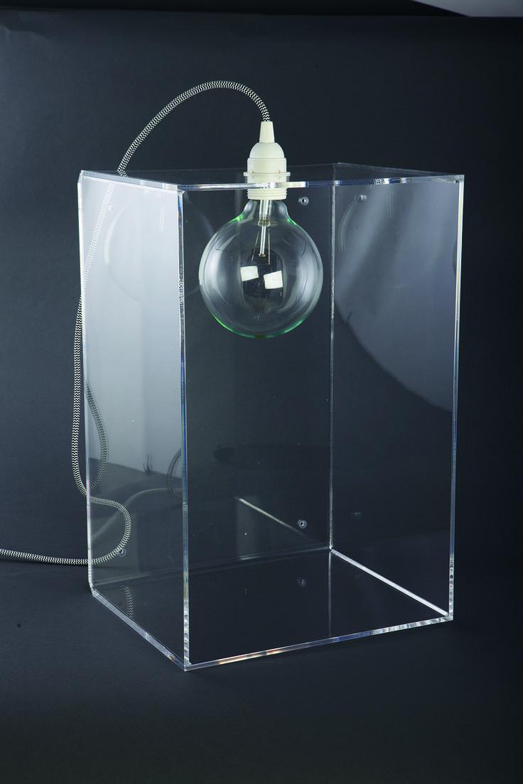 http://mooseartdesign.pl/pl/lampy/acrylic-fever-1-detail   Wymiary: 25/45/30cm Materiał: akryl