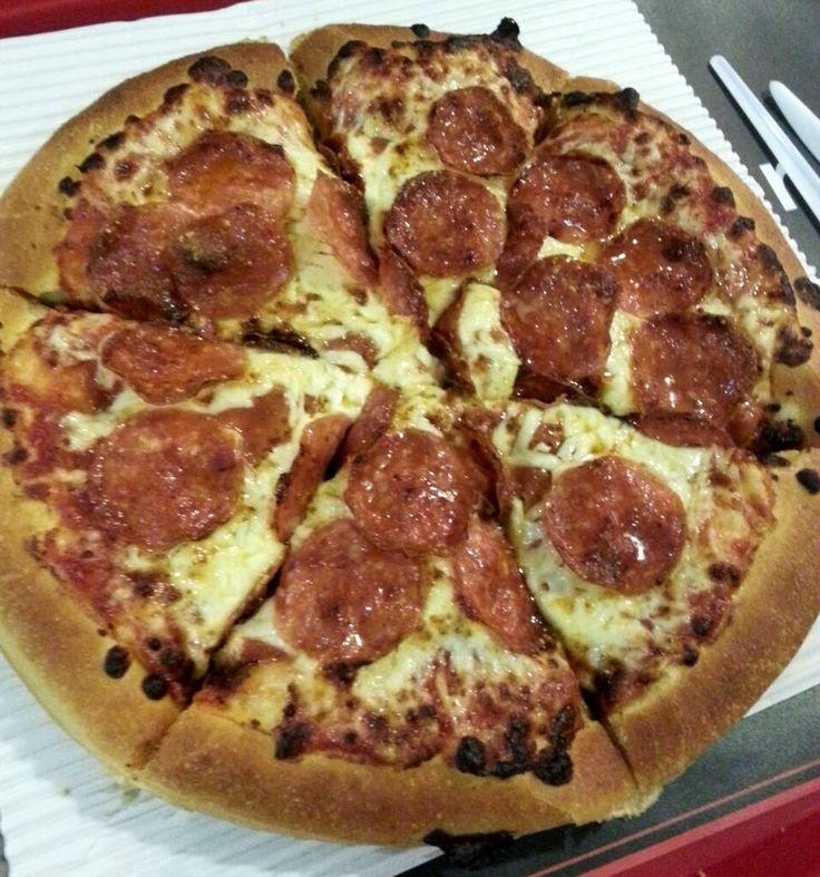 Pizza Hut no aeroporto de Bruxelas #pizzahut Para mim, a melhor! PEPPERONI