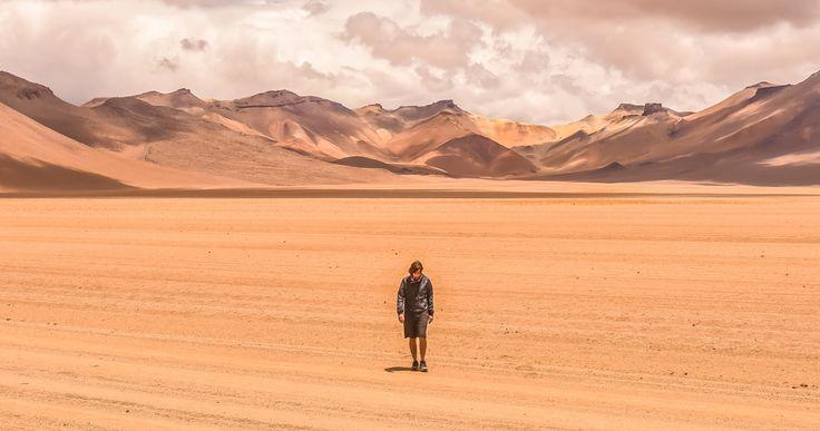 Él nunca estuvo aquí pero este desierto lleva su nombre. El juego de las sombras sobre las montañas peladas invitan a uno a perderse por el laberinto de un desierto llamado Dalí.  #desiertodedali#southamerica#ig_bolivia#experienceBolivia#TurismoBolivia#discoverglobe#wearetravelgirls#moucat#viajefeliz#ExploreBolivia#earth_deluxe#discoversouthamerica#nature_seekers#nationaldestination#boliviateespera#southamerica#bolivia #eduardoavaroa#travelandlife #ig.latinoamerica