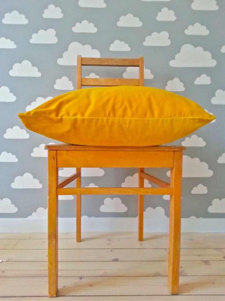 """Sunny Side School"" – Classic Swedish wallpaper ""Moln"" by Gunilla Axen. (Photo: Katja K.) ⎮ recyclie.blogspot.fi"