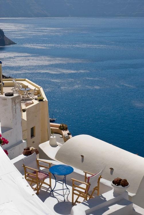 Pure relaxation. Oia, Santorini.