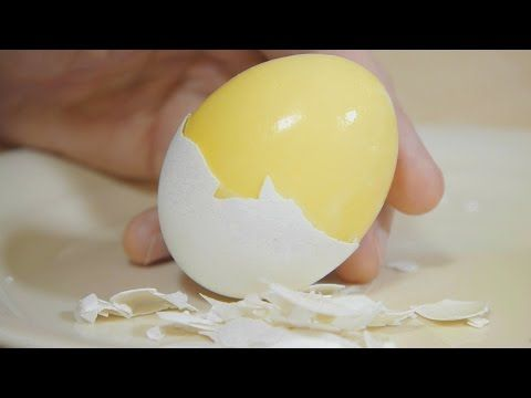 How to Scramble Eggs Inside Their Shell - YouTube→ oeuf mélangé avant d'être cuit en oeuf dur