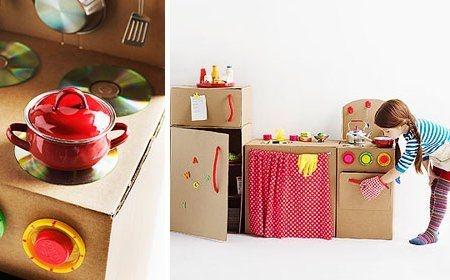 Electrodomésticos hechos de cartón y materiales de desecho.