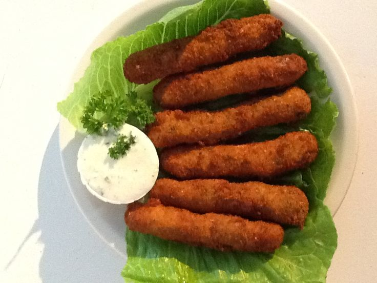 Cooked Homemade cheesesticks with homemade tzatziki sauce #kymskonfections