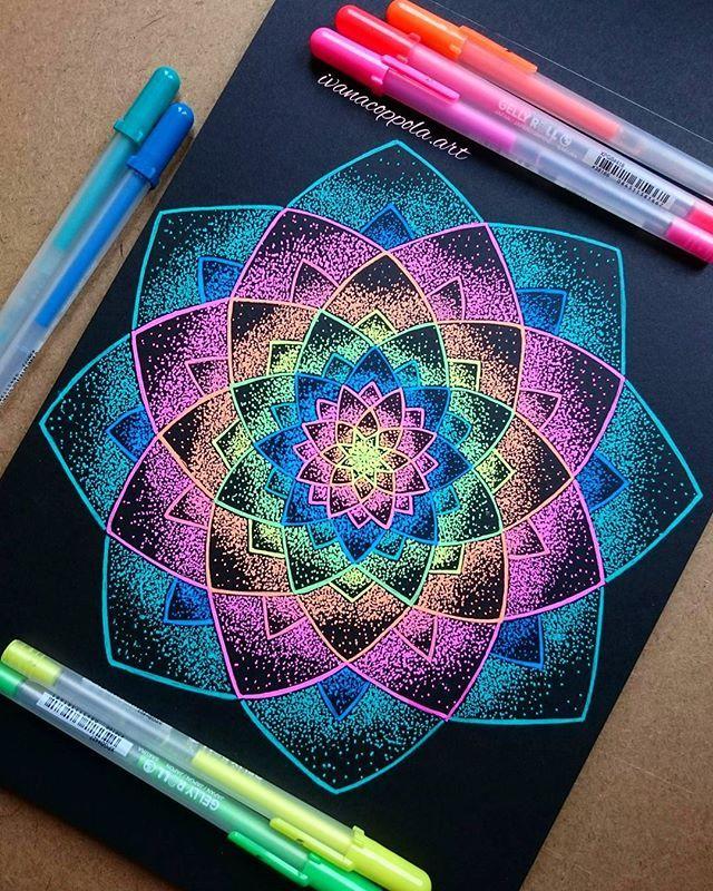Mandala demaciado hermosa y colorida                                                                                                                                                                                 Más