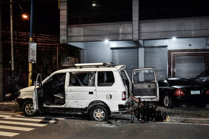 Mandaluyong City police open fire on shooting victims killing two #philippines #news http://ift.tt/1CijO2m