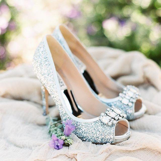 Having a #Cinderella moment with these wonderful @badgleymischka shoes! Photo: @rachelsolomonphoto | Coordinator: @nicolearendevents | Venue: @trilogyvistancia @trilogykiva | Florals: @everafterfloralsjen @everafterflorals . . . #bridalinspo #shoesofin
