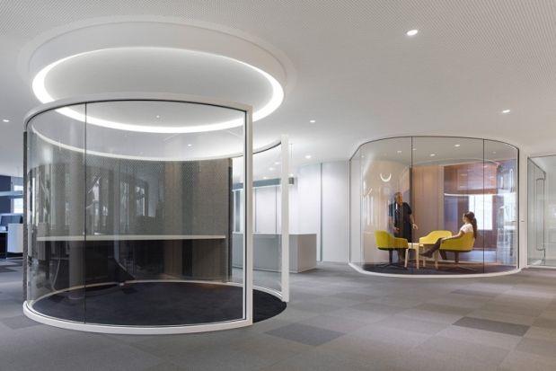 Drees  & Sommer - Stuttgart  Voici le siège de la société Drees & Sommer situé à Stuttgart (Allemagne) , entièrement revu et corrigé par l'architecte Ippolito Fleitz (IF Group). Dans ces espaces très dépouillés l'éclairage ont été soigneusement sélectionnés pour offrir aux clients un confort hors du commun.