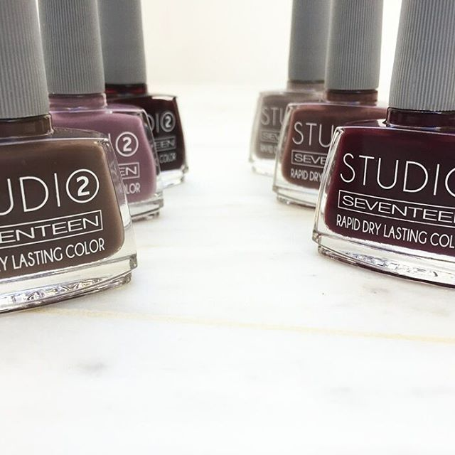Here are the best fall nail polish colors to be obsessed with this season.  #seventeencosmetics #studio #studioseventeen #3stepmanicuresystem #manicure #manimonday #fallwintermakeup #theartofbeauty