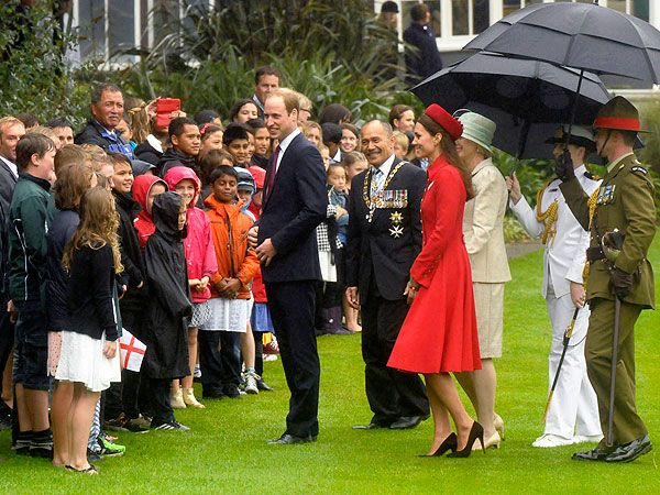 A Royal Welcome! Prince William & Kate Rub Noses in New Zealand| The British Royals, The Royals, Kate Middleton, Prince George, Prince William