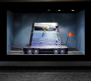 Vitrines de Sarah Illenberger pour Hermes - Berlin, septembre 2011www.instorevoyage.com #in-store marketing #visual merchandising