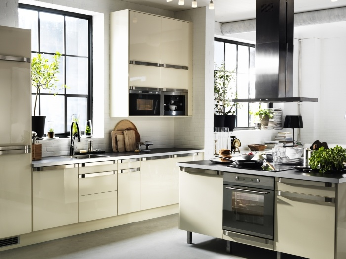 FAKTUM kitchen with ABSTRAKT high gloss yellow-white doors