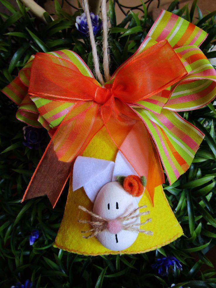 Campana in feltro con coniglietto in legno e fiocchi fantasia, by La casa dei gufetti, 10,00 € su misshobby.com