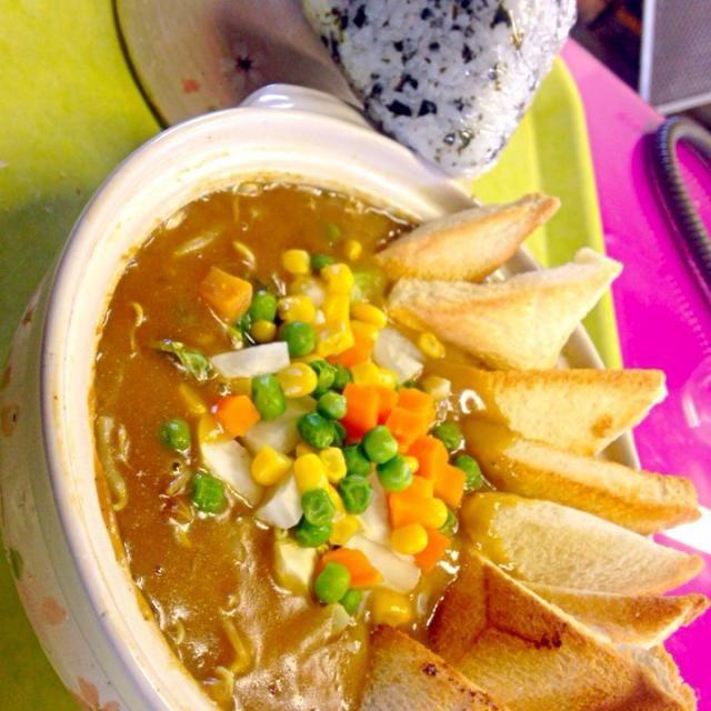 本日の職場DEランチ鍋  野菜カレーのルーは辛口だけどスキムミルク添加でまろやか風味 隠し味は味噌、醤油、ソース、蜂蜜 - 35件のもぐもぐ - 野菜カレーシチュー by manilalaki