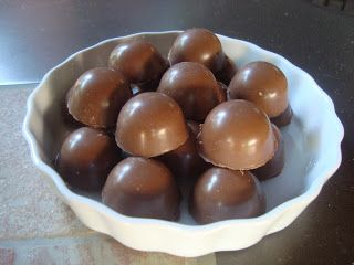 Cenerentola in Cucina: Cioccolatini con ganache fondente e amarene Fabbri.