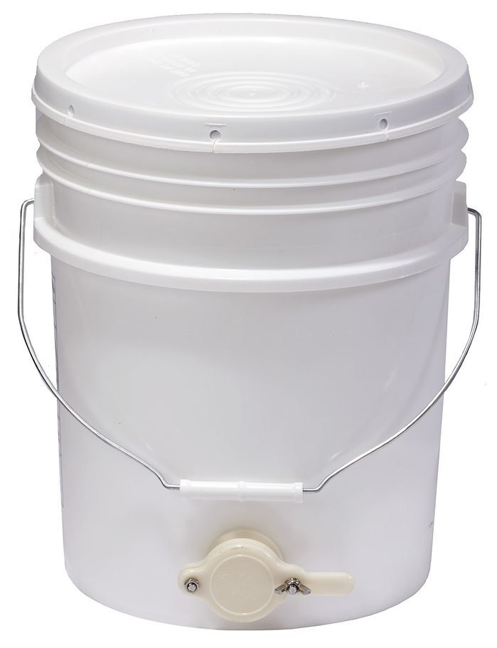 Little Giant 5 Gallon Plastic Bucket