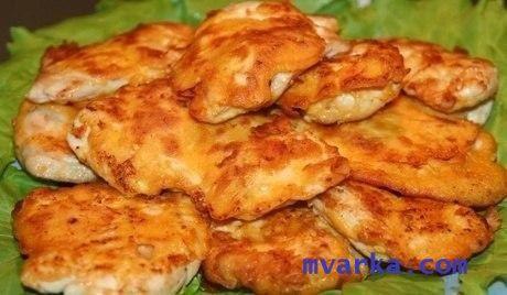 Филе куриное в мультиварке, приготовленное в кляре  Ингредиенты  Курица (филе) - 600 граммов Соль - по вкусу Перец черный молотый - по вкусу Яйцо куриное - 2 штуки Майонез Провансаль - 2 столовые ложки Крахмал картофельный - 2 столовые ложки Чеснок - 2 зубчика  Приготовление  1. Филе нарезаем небольшими порционными кусочками (толщина примерно 1 сантиметр).  2. Отбиваем кусочки филе (лучше это делать через полиэтиленовый пакет).  3. Перчим и солим наше мяско.  4. Готовим кляр: в небольшой…