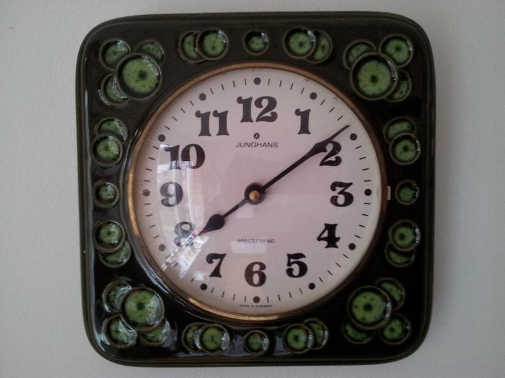 Retro Klok 3. Eén van mijn eerste klokken en door kleur en vormen een favoriet. H 3222