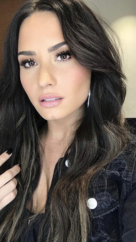 Demi lovato dating girl